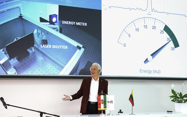 Nobel Prize winner Prof. Gérard Mourou pushed an improvised black color button. Femtosecond pulses, each featuring ~6,6 fs duration and ~32 mJ energy running at 1 kHz repetition rate were registered and visualized by a projector in front of a big auditorium.