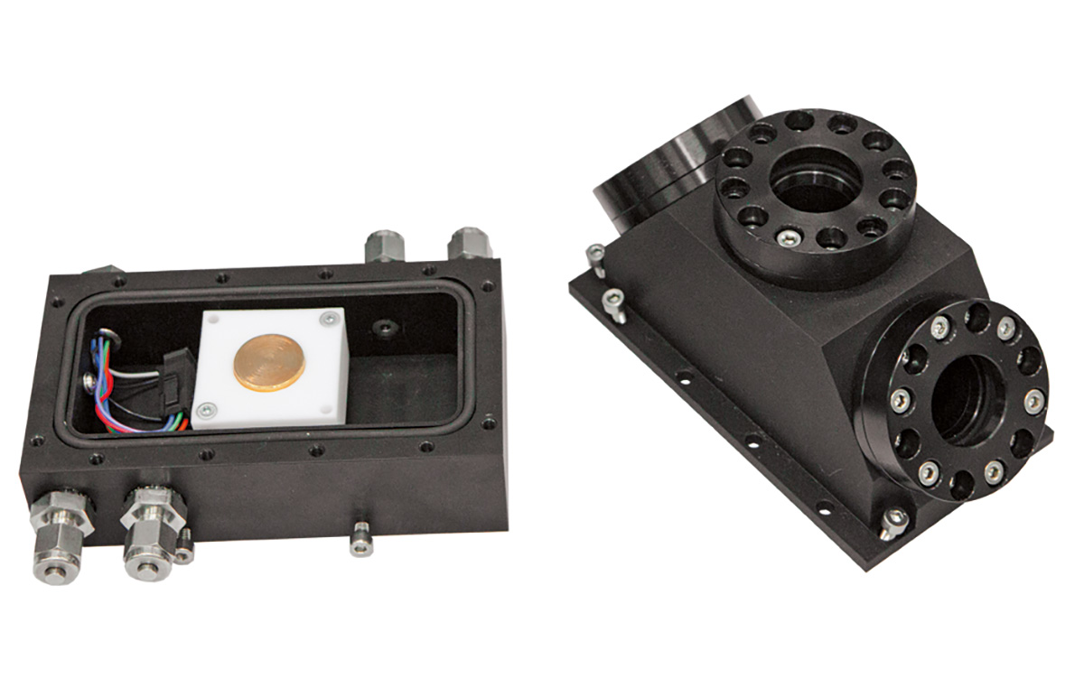 Hermetically sealed sample cell with heater, specially designed for SFG spectrometer, allows experiments under controlled environmental conditions